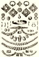 12. ábra. Díszes viseletben eltemetett honfoglalás kori magyar asszony sírmellékletei, Marosgombás