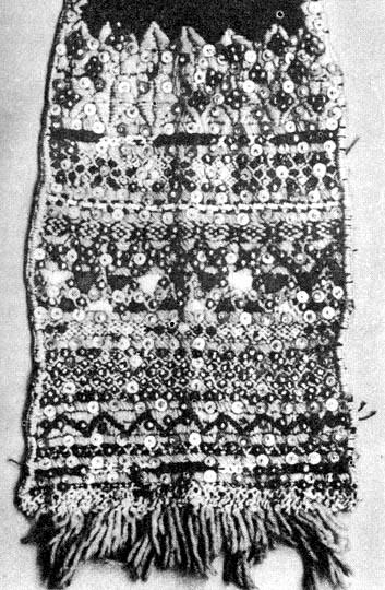 28e6718d6a Férfi nyakravaló hímzett és gyönggyel kirakott vége (Magyargyerőmonostor,  v. Kolozs m.)