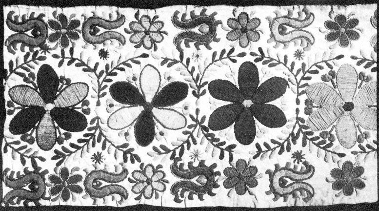 f67206877b Lepedővég részlete, több színű gyapjúfonállal varrva (Szentistván,  Borsod-Abaúj-Zemplén m