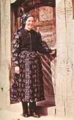 Középkorú asszony félgyászban (Méra, v. Kolozs m., 20. sz. közepe)