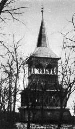 A felsővályi ref. templomerőd harangtornya és kaputornya a templomudvarból