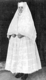 Idős asszony fehér gyászban (Csököly, Somogy m., 1930-as évek)