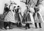 Asszonyok, lányok ünneplőben (Kazár, Nógrád m., 1930-as évekből)