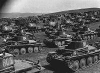 Az 1. páncéloshadosztály alakulatai. Esztergomtábor, 1942