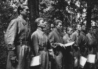 Repülőtisztek a keleti fronton. Balról az első Horthy István kormányzóhelyettes