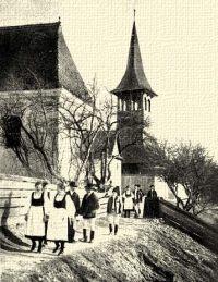 Magyar (székely) templomból jövők. Kecsetkisfalud, Udvarhely m.
